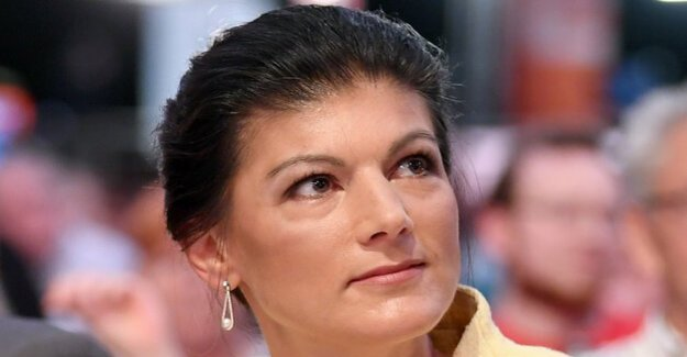 The left group head : Wagenknecht draws back from the first row