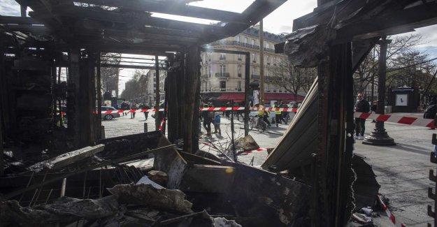 The police prohibit protests in Paris