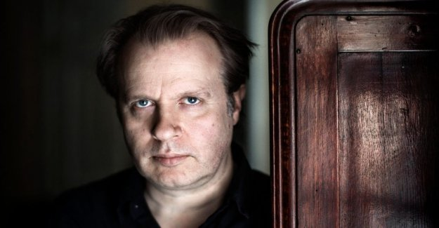 The royal dramatic theatre's managing director Eirik Stubø responds to the criticism