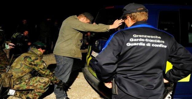 Ticino police arrest tug gang