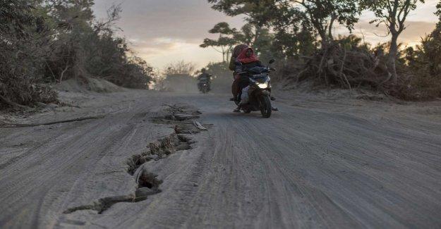 Tourists trapped after landslides on Lombok