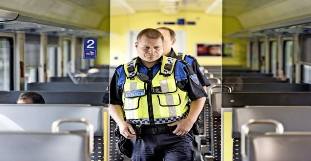 Train police officers to control the borders