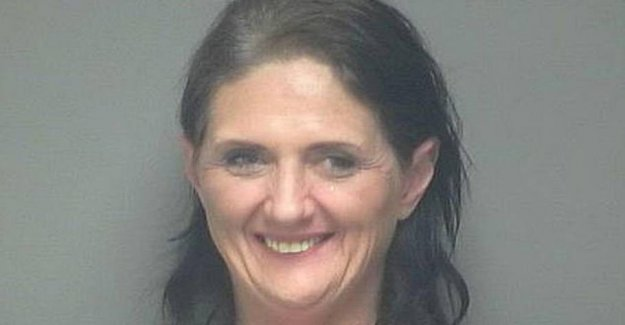 Unusually smiling forbryderfoto: See what she was arrested for
