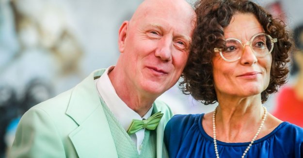 VIDEO. Herr Seele marries Katia: an eye-catching arrival at city hall, tweedehandskostuum and Jerry Lee Lewis