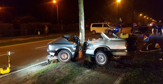 VIDEO. Twenties and life-threatening injured after crash against tree in Nazareth