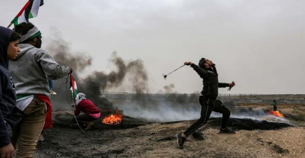 Violence on memorial day in Gaza : Palestinians Israeli soldiers shot and killed