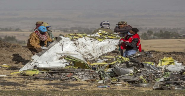 Witnesses: There came smoke from the plane before it crashed