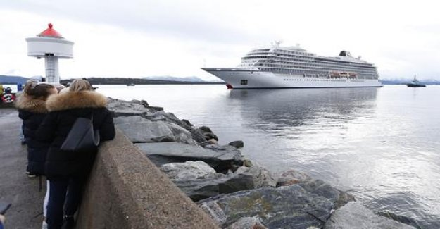 Wreck of the Viking Sky: the ship reaches port