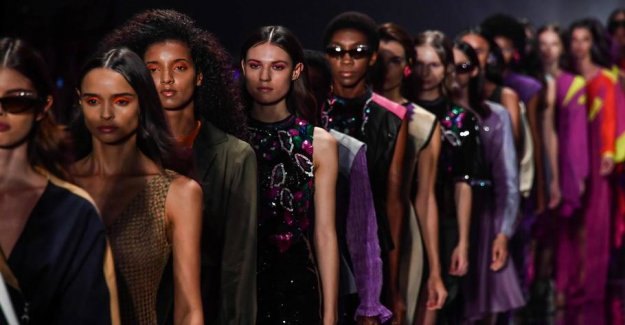 26-year-old model dies after fall on the catwalk