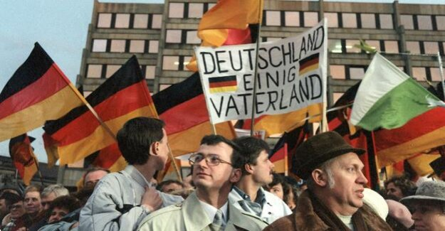30 years after the fall of the wall : West German maintain similar stereotypes about East Germans and Muslims