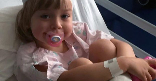 A five year old girl runs deep hoofdwonde after collision with cyclist who vluchtmisdrijf commits
