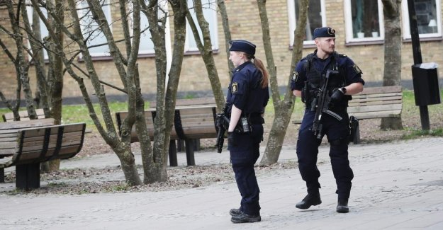 A large police operation at the school in Gothenburg, sweden after threat