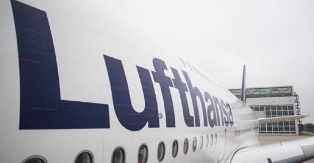 A380 of Lufthansa reverses due to technical problems