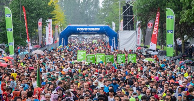 ANTWERP 10 MILES. Twenty degrees cooler than last year but that hurt to 40,000 runners book not