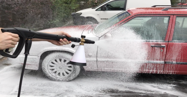 Ad Autodude: Car wash by hand with modern materials and tools is easy and comfortable - Clean up the car without touching the