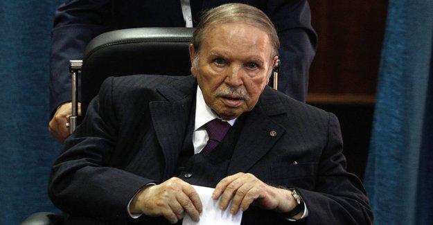 Algerian president Bouteflika leaves immediately