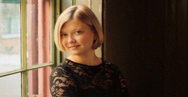Alina Ibragimova in concert hall : The Passionate