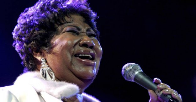 Aretha Franklin receives the Pulitzer prize for his contributions to the music