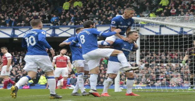 Arsenal missed a zero for everton's guest – Phil Jagielka rushing to make a solution of paint