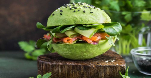 Avokadoburgare – with salmon and cucumber