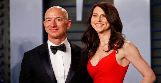 Bezos retains control on Amazon