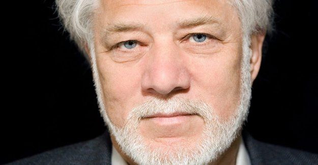Book review: Michael Ondaatje hides his cards well