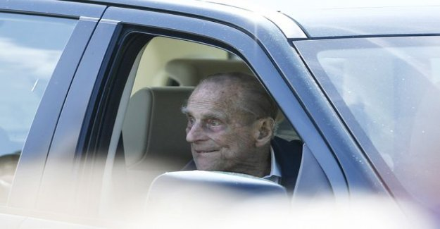 British newspapers: been in a car Accident prince Philip already gave up his license, but was seen again drive mass: He is 97 years, isn't it care