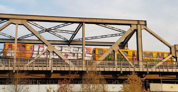 Cancellations in the Berlin public transport : Many subway cars during the BVG strike sprayed with Graffiti