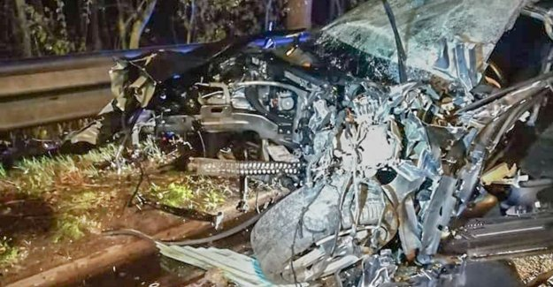 Car collides with botsabsorbeerder E40: two wounded and the engine tens of meters thrown