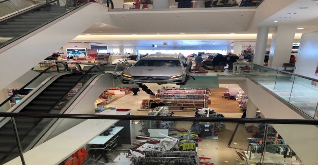 Car has run into in the shopping centre in Germany