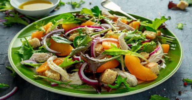 Chicken salad with peach and croutons