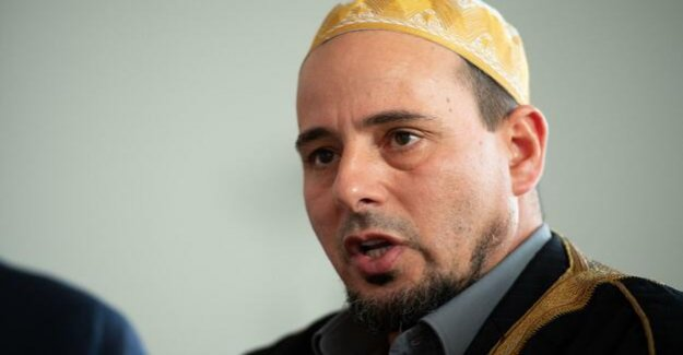 Christchurch-Imam on a mission of peace : Gamal Fouda wishes to new Zealand Prime Minister, Nobel prize