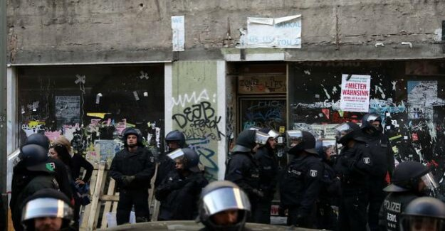 Collision during the rent demo : police grants forcibly occupied the Store in Kreuzberg
