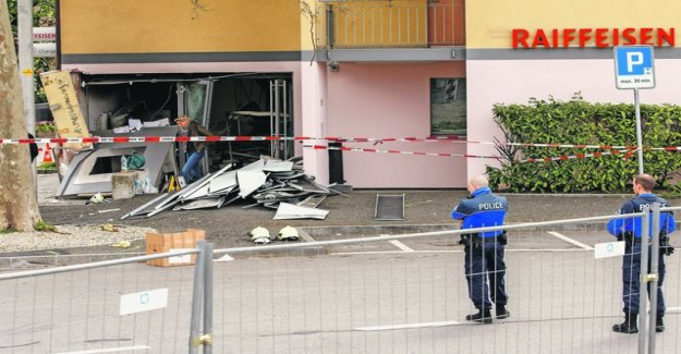 Criminals in a row, Raiffeisen ATMs blow up in the air