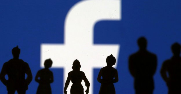Facebook handle millions of E-Mail contacts without permission