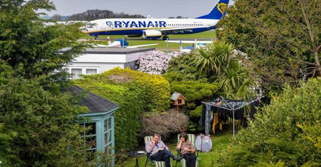 Families are desperate: - Flights land right in the backyard