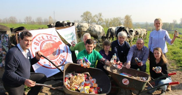Farmers send cans back to the politicians: Our cows are dying by it, a deposit is the solution