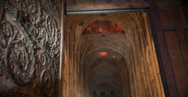 First pictures from inside the Notre-Dame