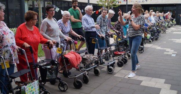 First rollatortreffen 52 walkers in a row