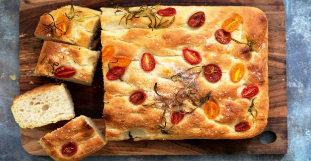 Focaccia – with körbärstomater and olives