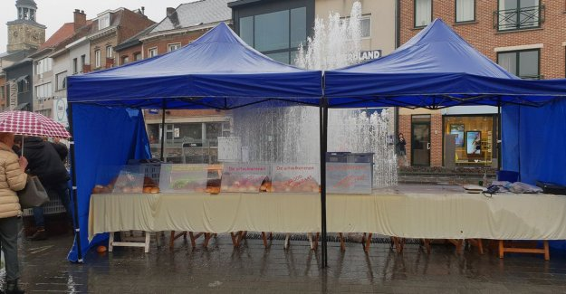 Fountain jumps suddenly to: market stall with bread is completely under water