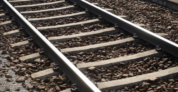 Freight trains have been derailed – risk to the locomotive tipping over on the house
