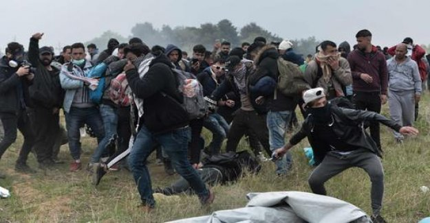 Greece: clashes between migrants and police officers