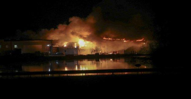 Heavy fire in Mjölby, sweden – the evacuation is in progress