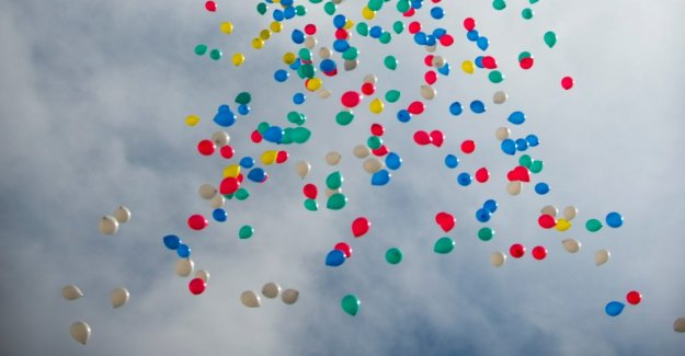 Helium balloons behind the increasing number of train delays in the Uk