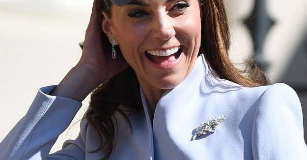 IN THE PICTURE. So leave Kate Middleton in a subtle way see that her wedding anniversary is coming