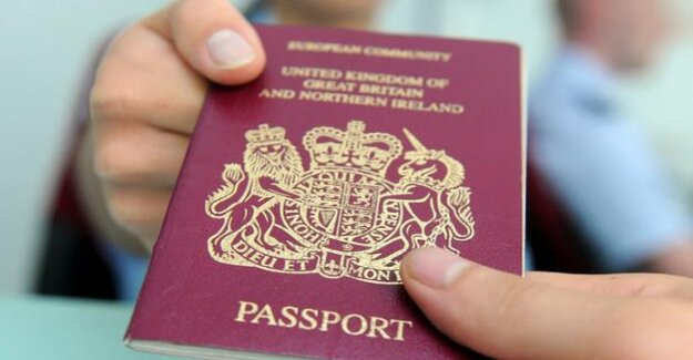 In spite of Brexit-Chaos : British passports without the EU-already-printed