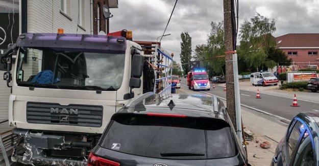 Ingedommelde driver caused havoc along Provinceroad in Velzeke