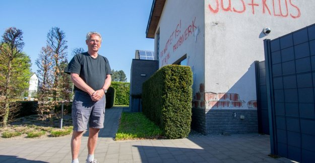 Jeff (70) bekladt own façade: Everyone should know that the contractor is a prutser