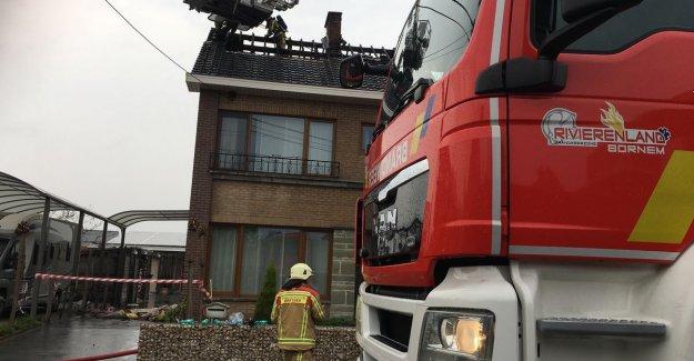 Lightning sets roof ablaze: home uninhabitable declared